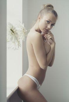 In A Hotel Room With Courtney | Lies Thru a Lens #artnude #model #portrait #boudoir #liesthrualens #boudoir #portraiture #sexy #girl