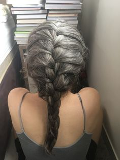 Long Gray Hair, Silver Grey Hair, Down Hairstyles, Braided Hairstyles, Grey Hairstyle, Color Ceniza, Gray Hair Growing Out, Older Beauty, Transition To Gray Hair