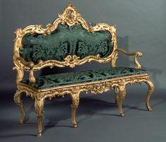 Paire de Canapés à châssis en bois sculpté et doré. Sud de l'Allemagne, milieu XVIII° siècle