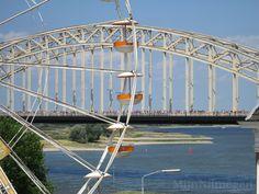 Reuzenrad en de Waalbrug tijdens de Vierdaagse en de Zomerfeesten 2015.