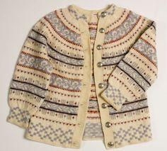 Free pattern at sandnesgarn. Fair Isle Knitting Patterns, Fair Isle Pattern, Nordic Sweater, Men Sweater, Vintage Knitting, Hand Knitting, Baby Girl Sweaters, Knitting Projects, Knit Crochet