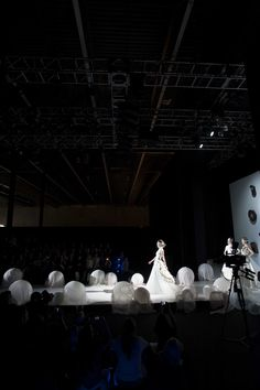 Propuesta de Raimón Bundó en el desfile de la Pasarela Barcelona Bridal Week 2013.