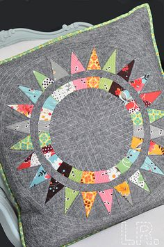 NY Beauty Pillow Swap - The use of the gray is a perfect neutral with this color palatte. Patchwork Quilt, Star Quilts, Mini Quilts, Quilt Blocks, Quilting Projects, Quilting Designs, Sewing Projects, Quilt Modernen, Sewing Pillows