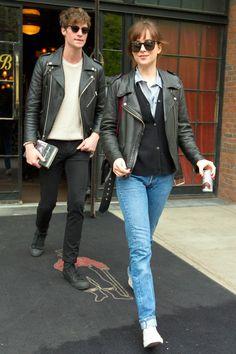 Dakota Johnson wearing a Black leather Jacket Jeans and White Sneakers Dakota Style, Dakota Johnson Style, Dakota Mayi Johnson, Black Leather Biker Jacket, Leather Jacket Outfits, Jacket Jeans, Leather Jackets, Celine, Blue Denim Shirt