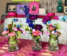 I made these faux flower arrangements last year and love how easy they were to make. These flowers are sure to brighten any room and the best part is. they never die! The trick to making these flowers look fresh is the water! Sola Wood Flowers, Faux Flowers, Pretty Flowers, Mason Jar Flower Arrangements, Mason Jar Flowers, Mason Jar Gifts, Mason Jar Diy, Inexpensive Home Decor, Color Crafts