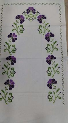 This Pin was discovered by HUZ Cross Stitch Rose, Cross Stitch Borders, Cross Stitch Flowers, Motifs Bargello, Bargello Patterns, Funny Cross Stitch Patterns, Cross Stitch Designs, Embroidery Flowers Pattern, Flower Patterns