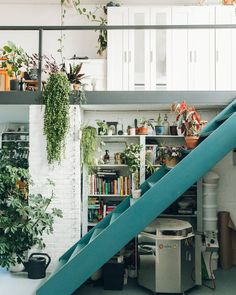 Easy Tips To Decorate Ordinary Attic Becomes Green And Modern Exterior Design, Interior And Exterior, Modern Interior, Casa Loft, Welcome To My House, House Goals, Home Fashion, Small Apartments, Interior Design Living Room