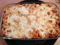 Pasta gratin with tuna, mozzarella Whole Foods Market, Meat Recipes For Dinner, Vegetarian Recipes, Lasagna Recipes, Crockpot Recipes, Cooking Recipes, Vegetarian Stuffed Peppers, Healthy Cooking, Italian Recipes
