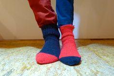 valentine & valentina by www.noski-tabani.ru  Валентин и Валентина. В этих носках особенно приятно лежать на диване, вконец запутавшись ногами, и от безысходности сложившейся ситуации читать друг другу стихи Цветаевой и Рильке.