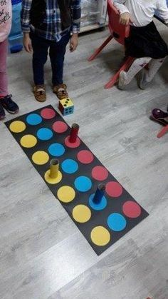 Renk ve sayi Mata twistera jako plansza do gry This Pin was discovered by Ali Gross Motor Activities, Gross Motor Skills, Montessori Activities, Indoor Activities, Educational Activities, Toddler Activities, Learning Activities, Preschool Activities, Kids Learning