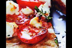 Koláč s rajčaty a kozím sýrem