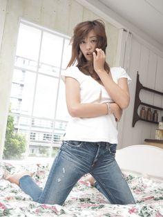 Bell Bottoms, Pretty Girls, Bell Bottom Jeans, Princess, Pants, Fashion, Trouser Pants, Moda, Trousers