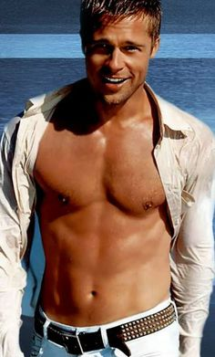 Brad Pitt is too hot. Who doesn't like Brad Pitt, he is one of the hottest guys on this planet. Heros Film, Gorgeous Men, Beautiful People, Thelma Et Louise, Raining Men, Actors, Attractive Men, Good Looking Men, Famous Faces