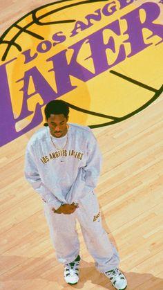Basketball Art, Basketball Pictures, Basketball Players, Kobe Bryant Quotes, Kobe Bryant Nba, Mode Old School, 00s Mode, Urbane Fotografie, Kobe Bryant Pictures