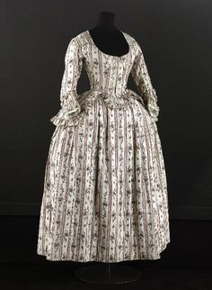 Caraco and petticoat, 1780s, Musée Galliera.
