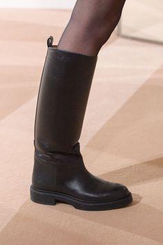 Hermès Pre-Fall 2019 - Fashion Shows Hermes Boots, Burberry Boots, Catwalk Footwear, Fashion Runway Show, Pumps, Heels, Catwalks, Timeless Fashion, Ugg Boots