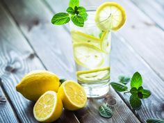 What does lemon water do? In this article, we uncover the truth of whether or not lemon water for weight loss does indeed work. Read what the expert says. Natural Stool Softener, Lemon Water Benefits, Jus Detox, Drinking Lemon Water, Lemon Detox, Detox Diet Plan, Weight Loss Water, Cleanse Your Body, Diet Snacks