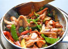 Aripi de pui chinezesti. Reteta pe www.chefa.ro Japchae, Paella, Thai Red Curry, Carne, Restaurant, Ethnic Recipes, Food, Image, Kitchens