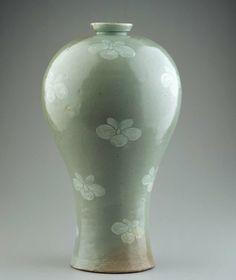 Plum Blossom Vase (maebyeong) with Painted Decoration - 청자백화화문매병, 靑瓷白花畵文梅甁 - Korean, Goryeo dynasty, early 13th century. Celadon glazed stoneware.