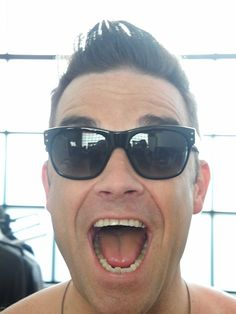 Robbie Williams in 'Lord' Oliver Goldsmith Sunglasses