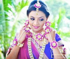 Pink flower and jasmine flower jewellery #floraljewelry #flowerjewellery #anooflowerjewellery #mehndijewellery #karvachaut #teej #haldi #mumbaiflowerjewellery #delhiflowerjewellery