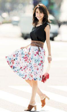 Pin on 泉里香 Tall Girl Fashion, Fashion Art, Fashion Models, Womens Fashion, Skirt Fashion, Fashion Outfits, Casual Elegance, Beautiful Asian Girls, Beauty Women