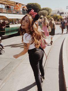 Disneyland love. Disney girl. Disney addict. Disneyland pictures. Disney.