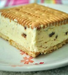Ice cream sandwich with homemade ice cream - no machine. Cream that's whipped + condensed milk. Greek Desserts, Frozen Desserts, Frozen Treats, Easy Desserts, Delicious Desserts, Dessert Recipes, Frio Rico, Yummy Treats, Sweet Treats