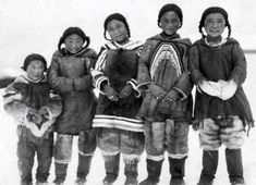 Photograph, Group of Inuit children in canada, about 1925 Native American Children, Native American Photos, Native American History, Native American Indians, Nanook Of The North, Fashion Design Classes, Inuit People, Anatomy Poses, Inuit Art