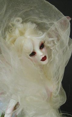 """Vampire Faerie Bride"" doll by Nicole West. Fall Halloween, Halloween Makeup, Halloween Vampire, Pretty Dolls, Beautiful Dolls, Dark Fantasy, Fantasy Art, Vampire Bride, The Dark Side"