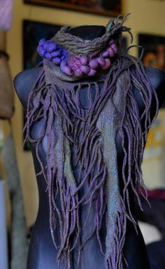 Vilten sjaal - felt collar - Werkelijk prachtig! would make a fantastic addition to a #mothernature costume