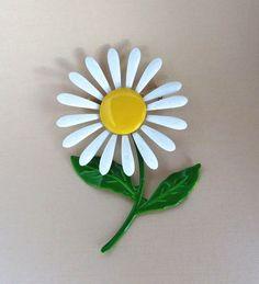 Vintage Daisy Flower Enamel Brooch Pin by LeesVintageJewels