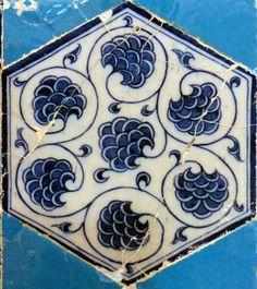 Vine Design – Sarmaşık  Mosquée située à Edirne datant de 1435. Elle est décorée de céramiques par des artistes d'origines diverses, mais d'un exceptionnel talent