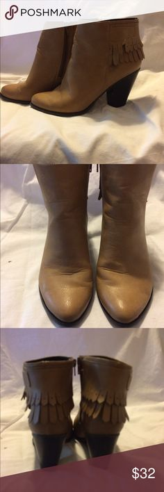 Dolce Mojo Moxy tan fringed ankle boots size 8.5 M Dolce Mojo Moxy tan leather, fringed back, side zip ankle boots. Size 8.5. Only worn twice (had surgery and in cast so can't wear 😢). Mojo Moxy Shoes Ankle Boots & Booties