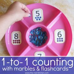 the red kitchen: One-to-One Counting With Marbles & Flashcards (Preschool Activity). Excelente para aydarles a contar en Inglés, ESL teachers. Numbers Preschool, Learning Numbers, Math Numbers, Math Classroom, Kindergarten Math, Fun Math, Teaching Math, Math Activities, Fun Learning