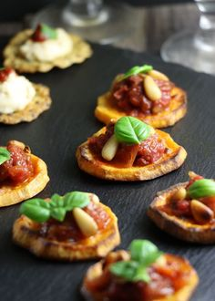 Vegan Party Food, Vegan Snacks, Vegan Wedding Food, Vegan Appetizers, Vegan Food, Easy Canapes, Canapes Ideas, Make Your Own Hummus, Sweet Potato Slices