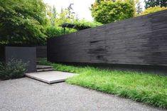 黑色的牆,綠的花園圖片來源:Allworth設計。