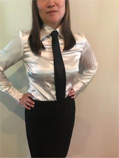Satin Blouses, White Blouses, Women Wearing Ties, Satin Shirt, Good Looking Women, Beautiful Girl Photo, Blouse And Skirt, Office Fashion, Little Dresses