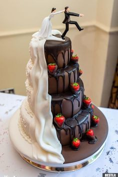 Die etwas andere hochzeitstorte wedding cake designs 20 trending simple and rustic wedding cakes Funny Wedding Cakes, Wedding Cakes With Cupcakes, White Wedding Cakes, Wedding Humor, Cake Wedding, Wedding Reception Planning, Cheap Wedding Venues, Wedding Menu, Wedding Locations