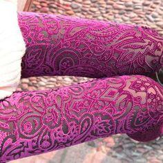 Envío gratis/2014 de primavera y verano baratos de terciopelo de oro polainas para las mujeres/hueco de encaje patrón pantalones de fitness/azul sexy pantalones