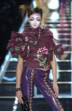 Ai Tominaga at Christian Dior F/W 2003 Galliano Dior, John Galliano, Timeless Fashion, High Fashion, Raf Simmons, Perfect Nose, Dior Haute Couture, Modern Love, Thom Browne