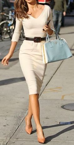 Looks so comfy! Classic pencil dress - I need this outfit! 2014 Fashion Trends, 2014 Trends, Fashion News, Fashion Beauty, Mode Outfits, Stylish Outfits, Miranda Kerr, Looks Style, Look Chic