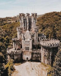 Abandoned Places, Cars And Motorcycles, Castles, Architecture, Building, House, Travel, Arquitetura, Viajes