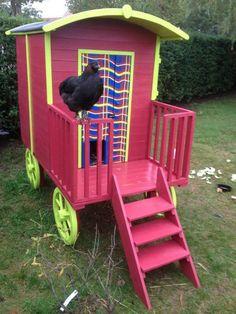 Photos de poules, coqs, poussins - Superbe poulailler original Bird, Coqs, Outdoor Decor, Chicken Coops, Fun, Hobbit, Images, Passion, Home Decor
