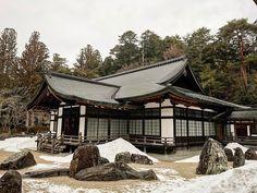 Kongobuji #japan #japanese #trip #art #japaneseart #architecture #architecturelovers #roof #history #pilgrimage  #view #temple #buddhism #anciet #worldheritage #budisttemple #buddist #koyasan #snow #zen #zengarden #kongobuji