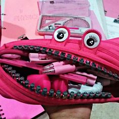 Everyone should go to school with a pink pencil case! Photo credit: @nuebmh_deey  #pink #pencil #pencils #pencilcase #obsessedwithpink