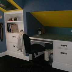 built-in desk & shelves/drawers under eaves! great idea for the kids' rooms!!!