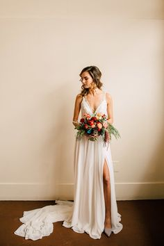 MODERN + ROMANTIC SAN FRANCISCO BRIDAL INSPO WITH BRIGHT + MOODY FLORALS | TRUVELLE WEDDING GOWN :: Kim by truvelle bridal | Romantic wedding dress | Chiffon Wedding dress | modern boho wedding dress