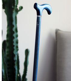 Magnifique canne de marche bleue, une canne au style rare qui sera une parfaite compagne de route. Cool Stuff, Nice, Style, Swag, Nice France, Outfits