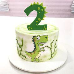 Dinasour Birthday Cake, Baby Birthday Cakes, Dinosaur Birthday Party, Dinosaur Party Invitations, Dinosaur Party Decorations, Dinosaur Cake Pops, Decoration Evenementielle, Cupcakes Decorados, Group